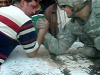Amerykański żołnierz kontra Irakijczyk