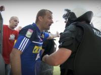 Bramkarz Korony stanął w obronie kibiców przed policją