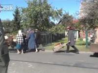 wypędzenie polaków z wioski , przerwane przez...