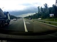 Rzucanie młotkiem na autostradzie