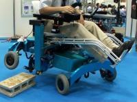 Wózek inwalidzki, który pokona przeszkody i schody