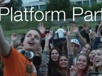 DJ rozkręca imprezę na platformie. Poznań bawi się nad Wartą