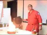 Jak skutecznie zgasić palącą się patelnię?