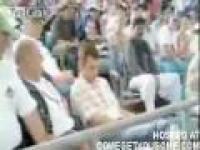 Kibic zasnął podczas meczu