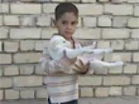 Chłopiec z Iraku ratuje swojego pupila