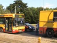 Wspaniałe Łódzkie drogi - autobus tonie w asfalcie