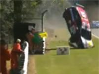 Wypadek podczas wyscigu seri Seat EuroCup w Wielkiej Brytani