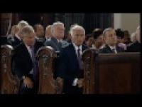 Drzemka prezydenta podczas mszy