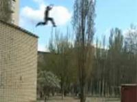 Nieudany skok rosyjskiego parkourowca