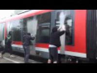 Malowanie niemieckiego pociągu REGIO DE przez GRAFICIARZY