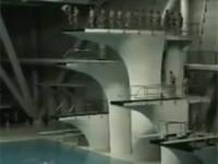 Niekończące się skakanie do basenu