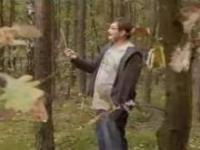 Rozmowa dwóch facetów w lesie