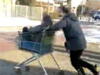 Wypadki i faile na wózkach sklepowych