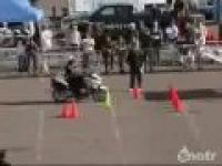 Zwinny Policjant na motorze
