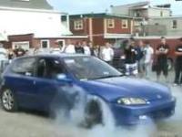Palenie gumy razem z samochodem