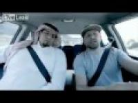 Arab prowadzi samochód!