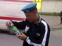 Jak się rozbija butelki głową w Rosji