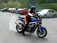 Motocyklista porwany przez motor