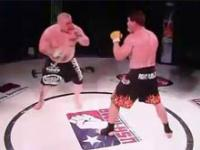 Dziwna taktyka zawodnika MMA