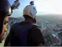 Extremalny skok z najwyższego wieżowca w mieście