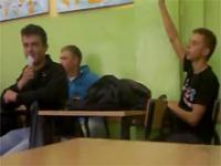 Rozmowa ucznia z nauczycielem podczas lekcji
