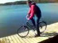 maniek na rowerze