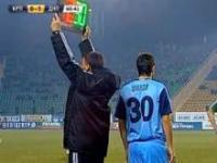Kuriozalna czerwona kartka dla zawodnika schodzącego z boiska