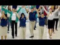 FlashMob na lotniski w Dubaju