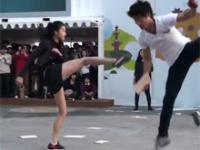 Uliczny pokaz taekwondo