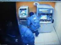 Napad na bankomat