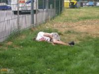 Pijani ludzie śpią w miejscach publicznych