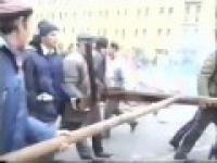 Barykady na ulicach Moskwy w 1993 roku.