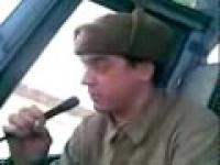 Ruski robotnik naśladuje modern talking