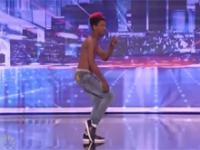 Amerykański Mam Talent - Turf - Elastyczny tancerz
