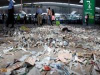 Lotnisko w Barcelonie zamieniło się w śmietnik