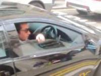 Właściciel Lamborghini i niezadowoleni przechodnie
