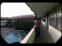 Szalony skok do wody z wysokosci