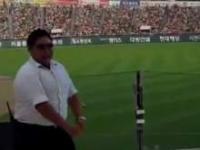 Gangnam Style, cheerleaderki i ochroniarz