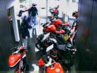 Przestępcy próbują ukraść motocykle