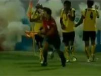 Wybuchający granat na boisku podczas meczu
