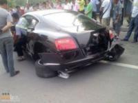 Wypadki luksusowych i sportowych samochodów