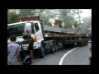Mega śmieszne filmiki część 8 Wpadki 2012