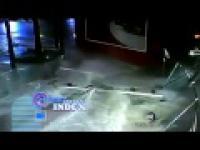 Rekiny wypadły z szybą w centrum handlowym w Szanghaju