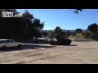Stary Mercedes vs Czołg