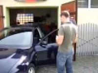 Nerwowy mechanik, wymiana szyby, warsztat samochodowy