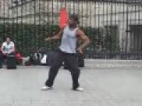 Niesamowity uliczny tancerz