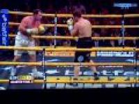Albert Sosnowski wypada z ringu przez liny pobity przez taksówkarza