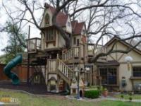Dom na drzewie zrobiony z rozmachem