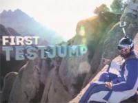 Wingsuit - niesamowity przelot przez dziurę