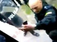 Policja pacyfikuje autobus kibiców